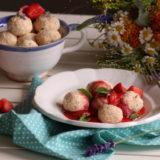 Levandulové knedlíčky s jahodovou omáčkou